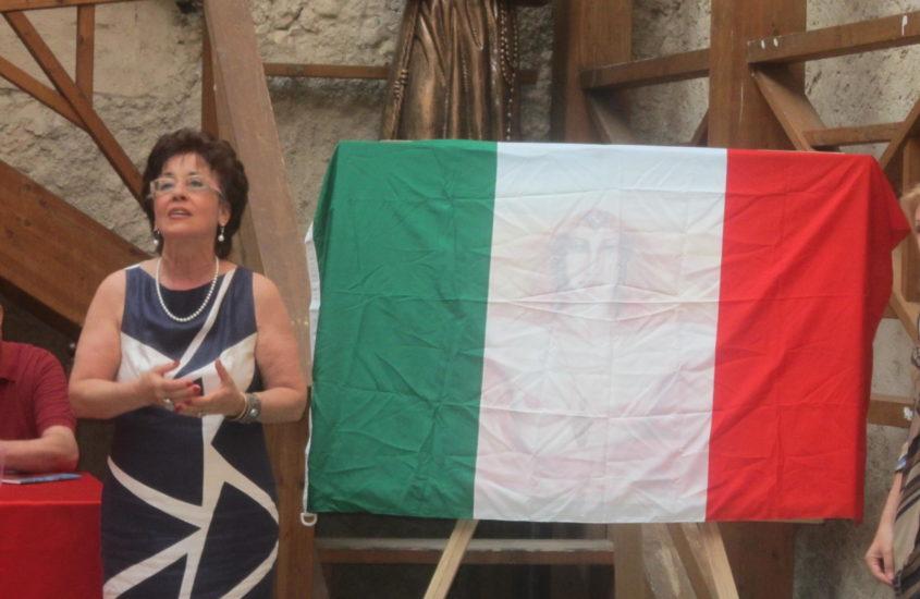 Tonina Garofalo dona al comune di Fiumefreddo Bruzio una sua opera ispirata ai 150 anni dell'unità d'Italia